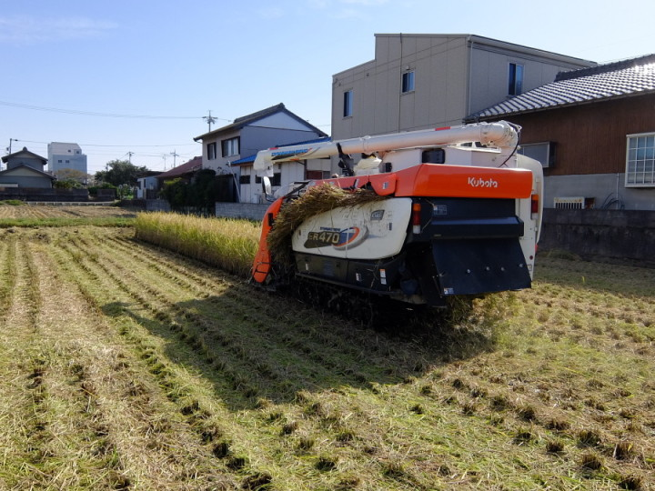 稲刈りコンバイン2