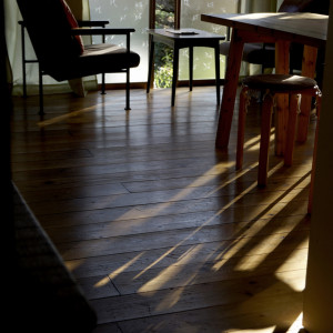床に差し込む光が綺麗